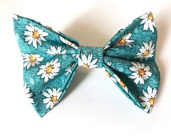 Daisy Teal Hair Bow
