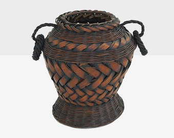 antique japanese ikebana basket, bulb form ikebana basket with handles,  ikebana basket, asian basket, bamboo basket, woven asian basket