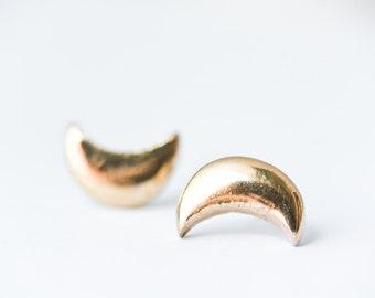 Mens earrings, earrings for men, gold earrings, gold stud earring, crescent moon earring, celestial jewelry, earring for men, SE005