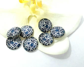 Ornate 18 mm round cabochon