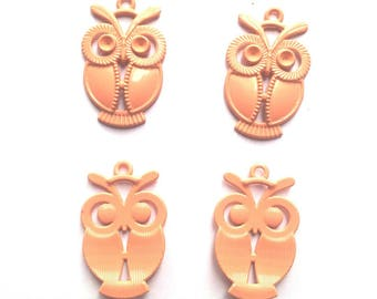 Painted set of 4 metal OWL charms - salmon T41