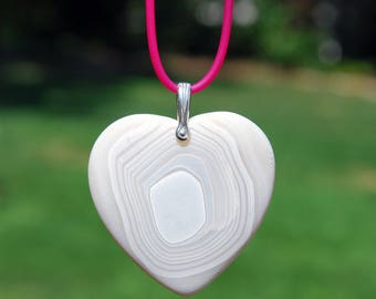 Banded white Onyx Agate heart pendant necklace, magenta rubber necklace, white heart necklace, pink white heart necklace, onyx agate pendant