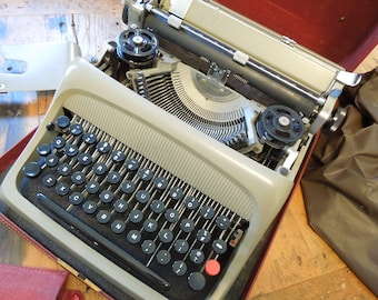 Portable Typewriter, Vintage Typewriter, Olivetti Typewriter, Mid Century Typewriter