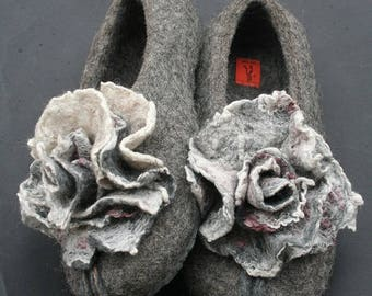 Felted slippers Eco Friendly Women's house shoes Natural wool clogs