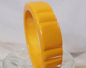SUPER SALE Vintage Mustard Yellow Carved Bakelite Bracelet. Goldenrod Gold Yellow Heavy Carved Bakelite Bangle.