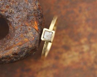 Ring 18k with raw diamond