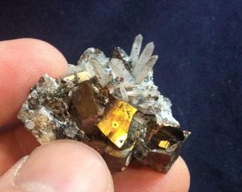 23g quartz, chalcopyrite