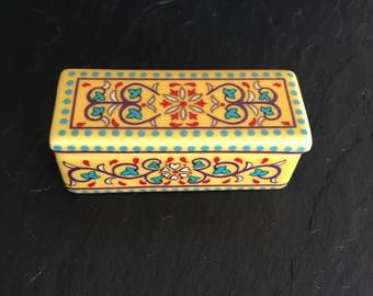 Vinyahe pill trinket box. Porcelain pill box. Vintage pill box. ep 14 pill box. Collectable pill boxDel Prado trinket box. Porcelain pill bo