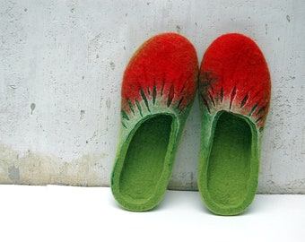 Felted Slippers - Handmade slippers for women - Red Green slippers - Strawberries slippers - Women home shoes - Valentine slippers