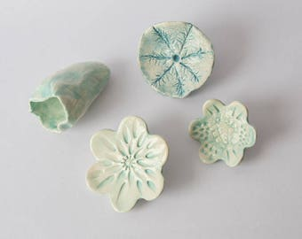 4 flowers to put on studs, enameled in pastel shades of green ceramic
