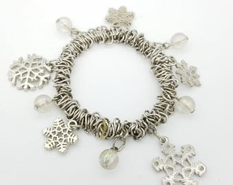 Vintage Silver Tone Beaded Metal Link & Snowflake Charm Holiday Stretch Bracelet