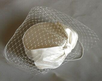 Ivory silk bow bridal pillbox -   50's retro wedding hat - silk bridal hat