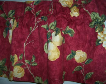 One Waverly Mistral valance red 17X72