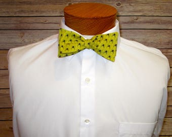 The Spiders - A Creepy Crawlie Bowtie for Halloween or for Arachnid Lovers!