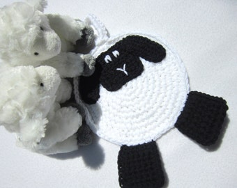 Crochet Sheep Pot Holder White with Black Face and Feet, Kitchen Wall Decor, Farm Animal Hot Pad, Lamb Trivet for Table, Easter Decoration