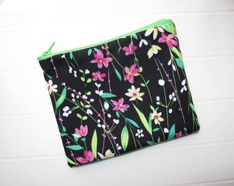 Small clutch bag or purse with flowers