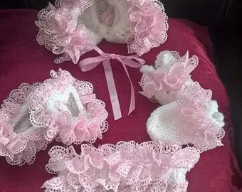 Lacy accessory set
