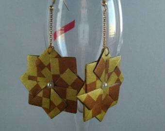 Origami earrings, golden