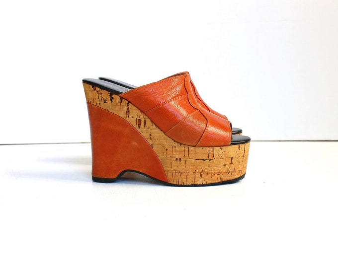 1970s Leather and Cork Wedge Platform Sandals // 70s Vintage Cognac Slip On Mules // Womens Shoes Size 4.5