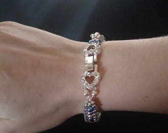Light colored Pearl Beads Bracelet, clasp double rhinestone hearts