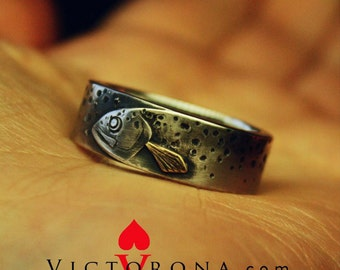 Trout Fish PERSONALIZED ring for men. Wedding band Ouroboros. OAAK jewelry gift for him. Fishing. Solid sterling silver and brass/copper fin
