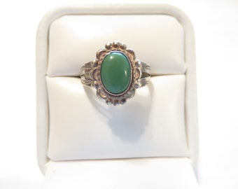 Vintage Native American Sterling Silver Green Turquoise Ring