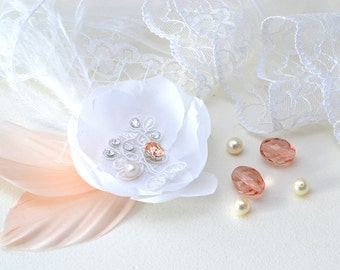 Delicate silk flower and feather hair clip-pink jewelry-veil-wedding bridal-wedding-Bastienne adornement-wedding hairstyle.