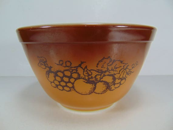 Pyrex Old Orchard Mixing Bowl 1 1/2 PT 401