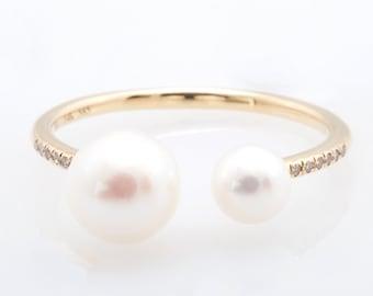 Mini Pearl Ring with Diamond