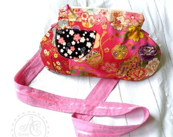 Japan handbag with shoulder strap red and fuchsia