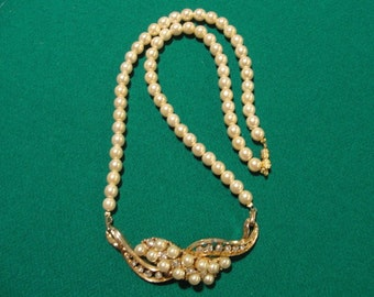 Vintage and new pearl necklace