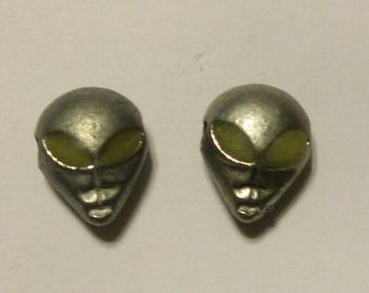 Alien Head Charm With Glow in the Dark Eyes (Set of 2)