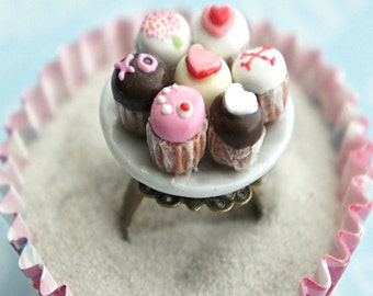 valentine's day cupcake plate ring- miniature food jewelry, cupcakes ring