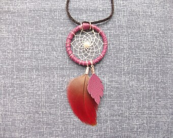 """Red and purple """"Dreamcatcher"""" necklace in feathers and beads"""