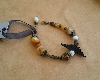 Bracelet with agate, Onyx and Cacholong