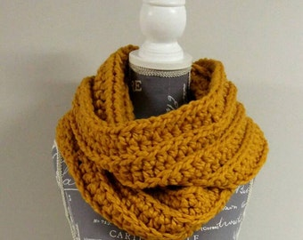 Chunky Knit Infinity Scarf / Dalloway