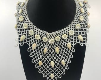 Bib necklace // vintage // beaded // cream