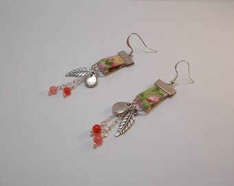 Earrings in green and pink