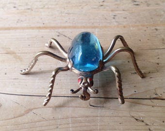 Baby blue jelly belly spider brooch. The body of the spider is made from pretty translucent pale blue lucite plastic. It's in great conditio
