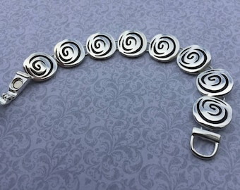 Modern circle bracelet