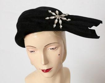 Vintage Black Velveteen Hat w. Brooch