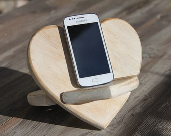 Docking station iPhone - Wooden iPhone stand - Valentine's day heart - Smartphone stand / docking shabby chic - Birthday