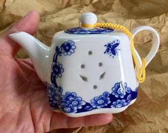 Water droppers or teapot