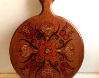 Vintage Rosemaling Painted Wood Cutting Board.  Mid Century, Danish Modern.  Norwegian, Eames ERA.  Vintage 1960s.