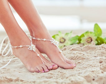 Pearl barefoot sandal, foot jewelry, beach wedding sandles, wedding anklet, beaded foot thong, JESSICA Cream Small