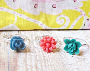 Girls Multicoloured Ring Set - Botanical Bonbonniere Party Favour - Floral Flowers Red Navy Blue Green - Adjustable For Kids Gift Midi Rings
