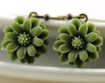 Olive Green Flower Earrings Floral Jewellery Romantic Dangle Drop Earrings Daisy Flower Jewelry Woodland Gift for Gardener Nature Lover