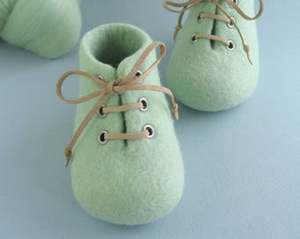 Felted baby shoes, mint colour, natural design, pregnancy reveal, NICKELFREE eyelet, with LAMBELI label, newborn baby shoes, photo prop