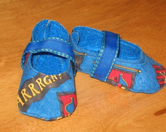 Newborn fabric baby shoes - blue pirate