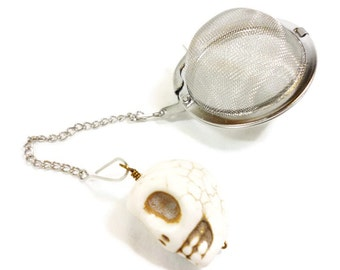Tea Infuser with Skull charm